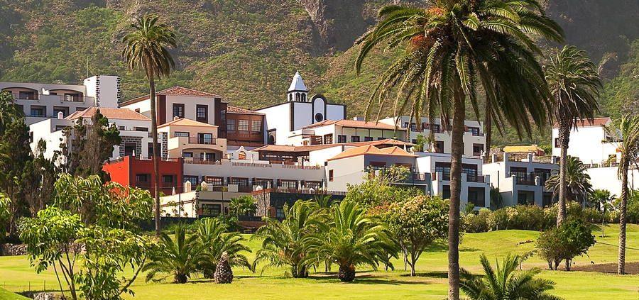 Vista exterior del hotel desde el golf