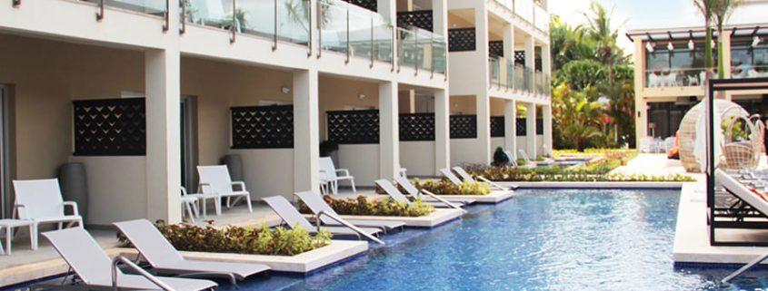 Piscina y habitaciones con terraza