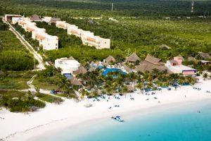 Vista aérea del hotel y playa