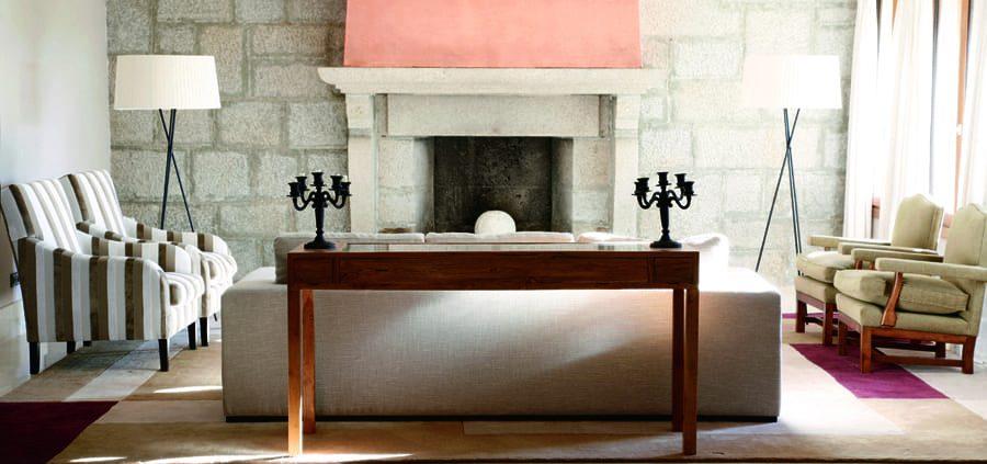 foto salón con chimenea